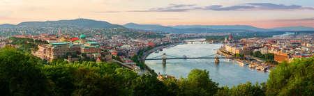 Sonnenuntergang im Sommer Budapest Standard-Bild