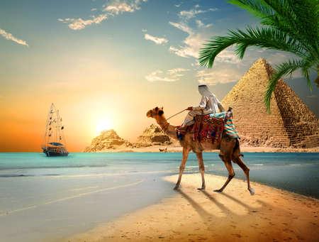 Mar y pirámides