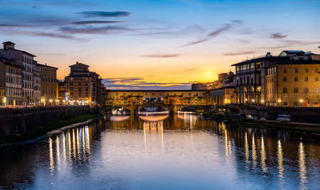 Illumination on Ponte Vecchio at early sunrise in Florence 写真素材 - 124005741