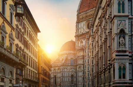 Morning sun and basilica Santa Maria del Fiore in Florence 写真素材 - 124005740