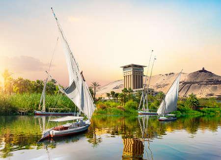 Río Nilo y barcos