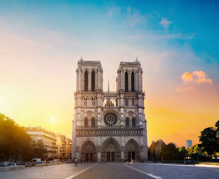Notre Dame in morning 版權商用圖片
