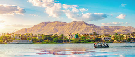 River Nile and ship at sunset in Luxor Standard-Bild