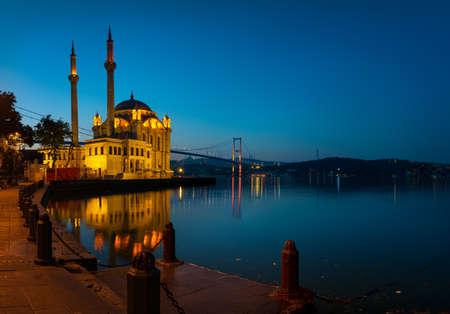 Mosquée Ortakoy au lever du soleil