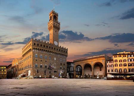 Platz von Signoria in Florenz bei Sonnenaufgang, Italien