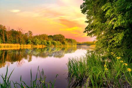 Coucher de soleil sur la rivière Banque d'images