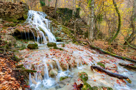 Autumn waterfall in the mountains of Crimea Banco de Imagens
