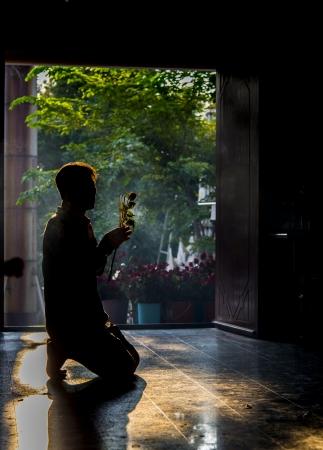 A man pray buddha photo