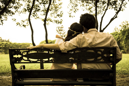 Derrière des couples d'amoureux dans le garden2 Banque d'images