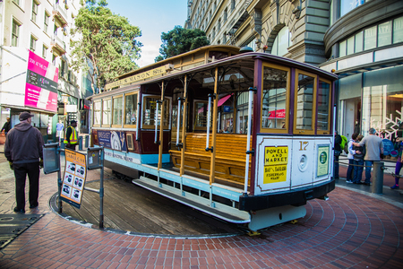 Famous Historic traditional cable car in San Francisco Éditoriale