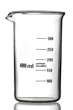material de vidrio: Medici�n de vidrio de vaso, aislado en blanco