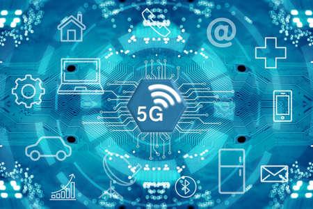 Sistemi wireless di rete 5G e internet delle cose con rete di comunicazione wireless a punti collegati astratti sullo sfondo dello schema circuitale. Archivio Fotografico
