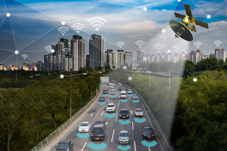 Smart car, Autonomous self-driving mode vehicle on metro city road IoT concept Stockfoto