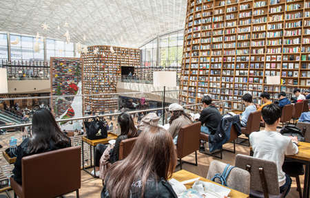 Seoul, South Korea - May, 2019: View of Starfield Library in Starfield COEX Mall. 免版税图像 - 153304643