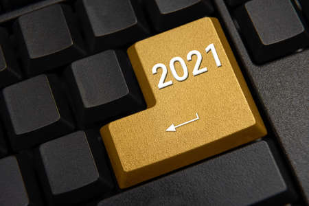 Computer keyboard and 2021 New Year's wish concept. 免版税图像