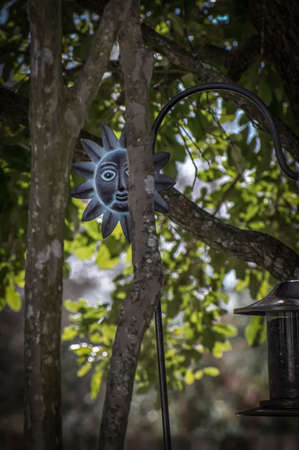 Bird Feeder Stand with the Face of the Sun Zdjęcie Seryjne