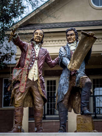 The Woodlands, TX USA - Jan. 19, 2017  -  This sculpture is located in The Woodlands TX.  The sculpture is a representation of two of the fathers of The Republic of Texas - Stephen F. Austin and Jose Antonio Navarro. Imagens - 82384851