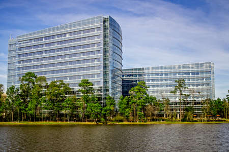 The Woodlands TX USA - Jan., 3, 2017  -  These are office building on the other side of Lake Woodlands.  Many new office buildings have been built over the last 5 years.  Not too long ago this area was woods and home to birds, deer and many other animals. Reklamní fotografie - 82218705