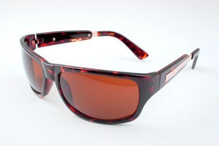 Un par de gafas de sol sobre un fondo blanco.  Foto de archivo - 2718848