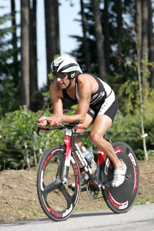 coeur: Pro triathlete Francisco Pontano of Girona, Spain on the bike portion of the Ironman Triathlon in Coeur dAlene, Idaho. 06212009 Redactioneel