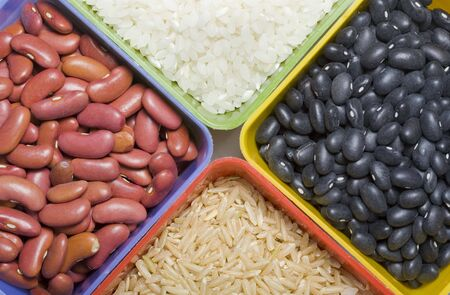 乾燥豆と米の品揃え。