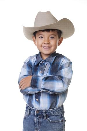 Un joven con ropa de vaquero se cruza de brazos y muestra una gran sonrisa. Foto de archivo - 10507144