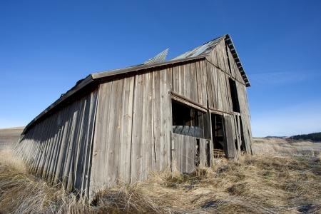 古い素朴な納屋