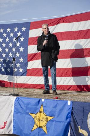 amendment: Coeur d'Alene, Idaho - 19 de enero de 2013. Idaho Senador Estatal Bob Nonini habla a la multitud durante la manifestaci�n pro segunda enmienda en Coeur d'Alene, Idaho para protestar pac�ficamente la legislaci�n de control de armas.
