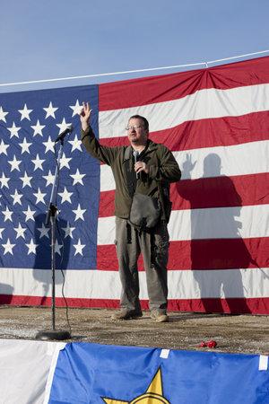 amendment: Coeur d'Alene, Idaho - 19 de enero de 2013. Stewart Rhodes, fundador de oathkeepers, habla a la multitud durante la manifestaci�n pro segunda enmienda en Coeur d'Alene, Idaho para protestar pac�ficamente la legislaci�n de control de armas. Editorial