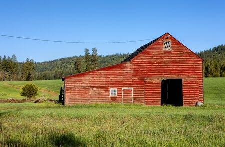 tensed: Red barn green grass south of Tensed Idaho. Stock Photo