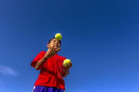 juggle: Starting to juggle.