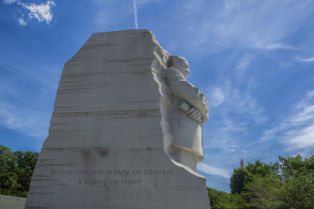 The emotional side view of the MLK jr. statue in Washington DC. Редакционное