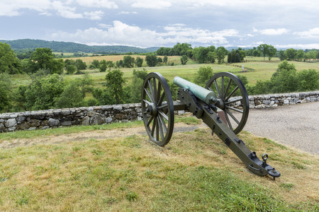 A canon stands in the rural countryside of Antietam battlefield in Maryland. Reklamní fotografie