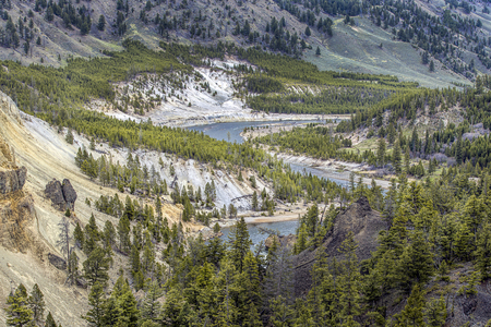 The meandering Yellowstone River near Tower Falls in Wyoming. 版權商用圖片