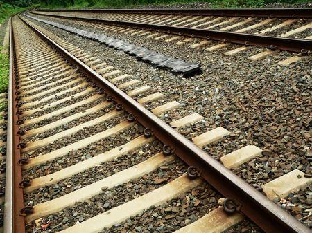 converging: railroad tracks converging