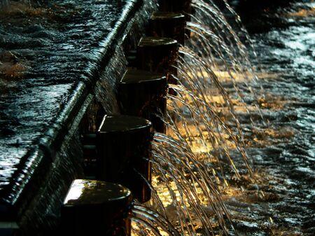 ライトに照らされた噴水