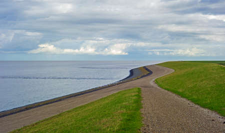 Landscape with dike along the Wadden sea in the Netherlands Stockfoto