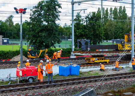 Large project to replace a railroad
