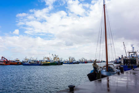 Harbor with fishing boats at Lauwersoog, Netherlands 免版税图像