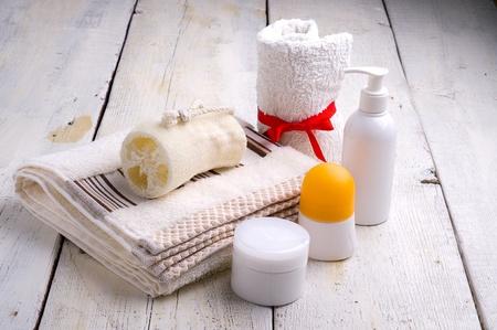 artigos de higiene pessoal: toalha e produtos de higiene pessoal