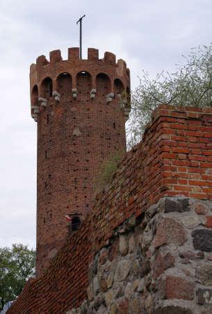 gothic castle: castillo g�tico con bastilla en Polonia
