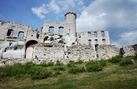 ogrodzieniec: Ruined medieval castle with tower in Ogrodzieniec, Poland Stock Photo