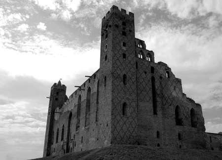 gothic castle: Ruinas del castillo g�tico en Polonia