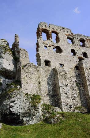 ogrodzieniec: The walls of the ruined castle in Ogrodzieniec