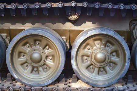 seconda guerra mondiale: Load wheels caterpillar tank of the Second World War Archivio Fotografico