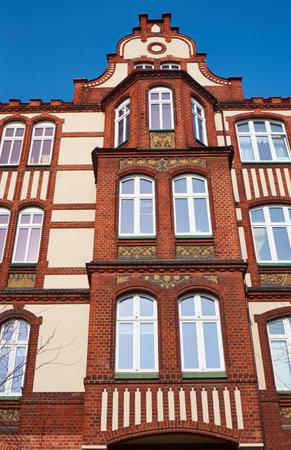 clinker: Clinker sulla facciata del palazzo in stile Liberty a Poznan Editoriali