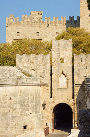 ch�teau m�di�val: The gate of the medieval Castle of the Knights on the island of Rhodes