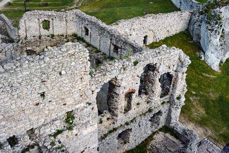 ogrodzieniec: Walls of the ruined castle in Ogrodzieniec