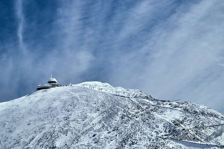 typ: Hut on the top in the Giant Mountains in winter