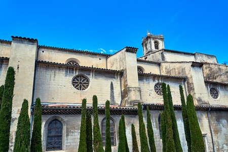 Średniowieczny kościół z dzwonnicą w Montelimar we Francji